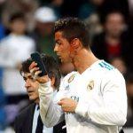 Zidane Bela Ronaldo 'Selfie' Pakai Ponsel Dokter
